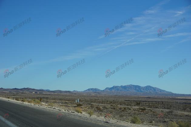 探访法乐第内华达工厂:铲平沙漠建厂 土地刚刚平整