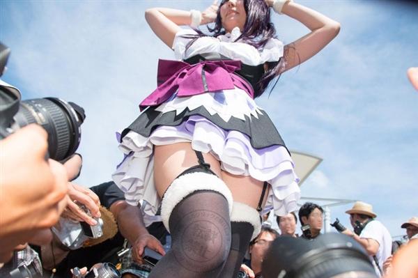 岛国裙底偷拍太猥琐:140米远摄 妹子吓哭
